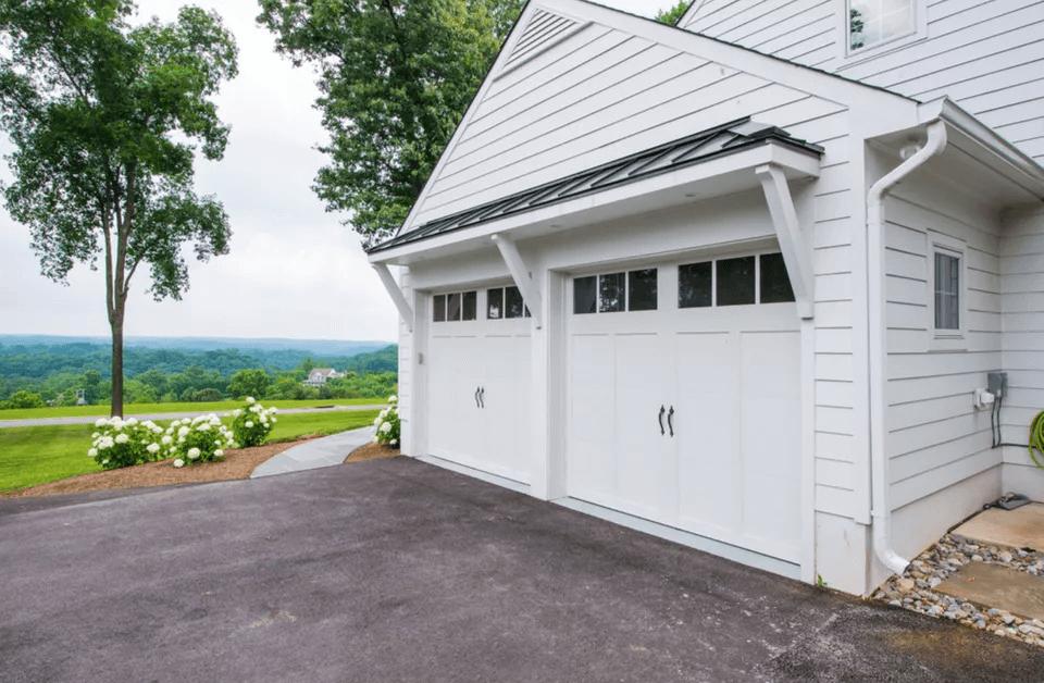 WHITE HOUSE GARAGE DOOR DESIGN IDEAS