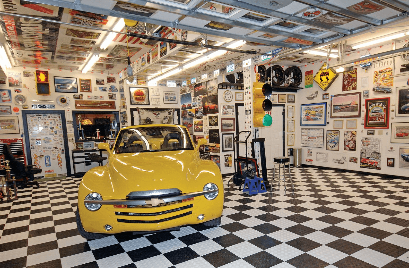 COOL GARAGE WALL DECOR IDEAS