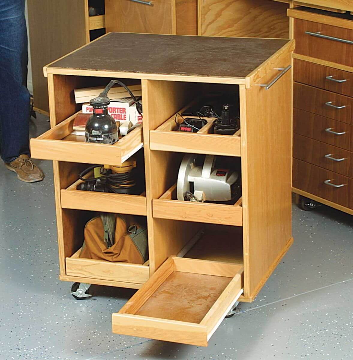 PREPARE THE TOOLS AND SUPPLIES BEFORE BUILD YOUR OWN GARAGE WORKBENCH