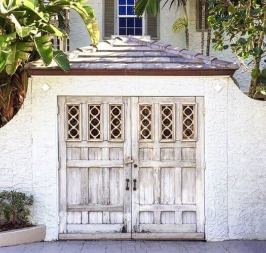 AGED LOOK DIY GARAGE DOOR MAKEOVER IDEAS