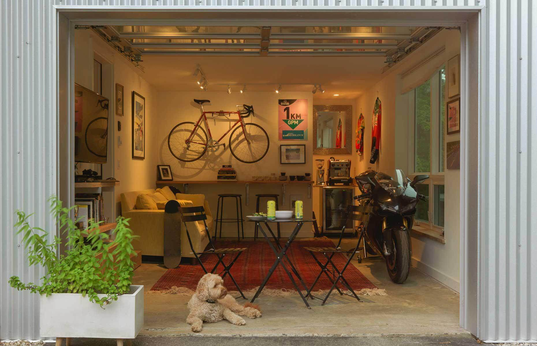 SMALL AND OPEN GARAGE MAKEOVER LIVING SPACES