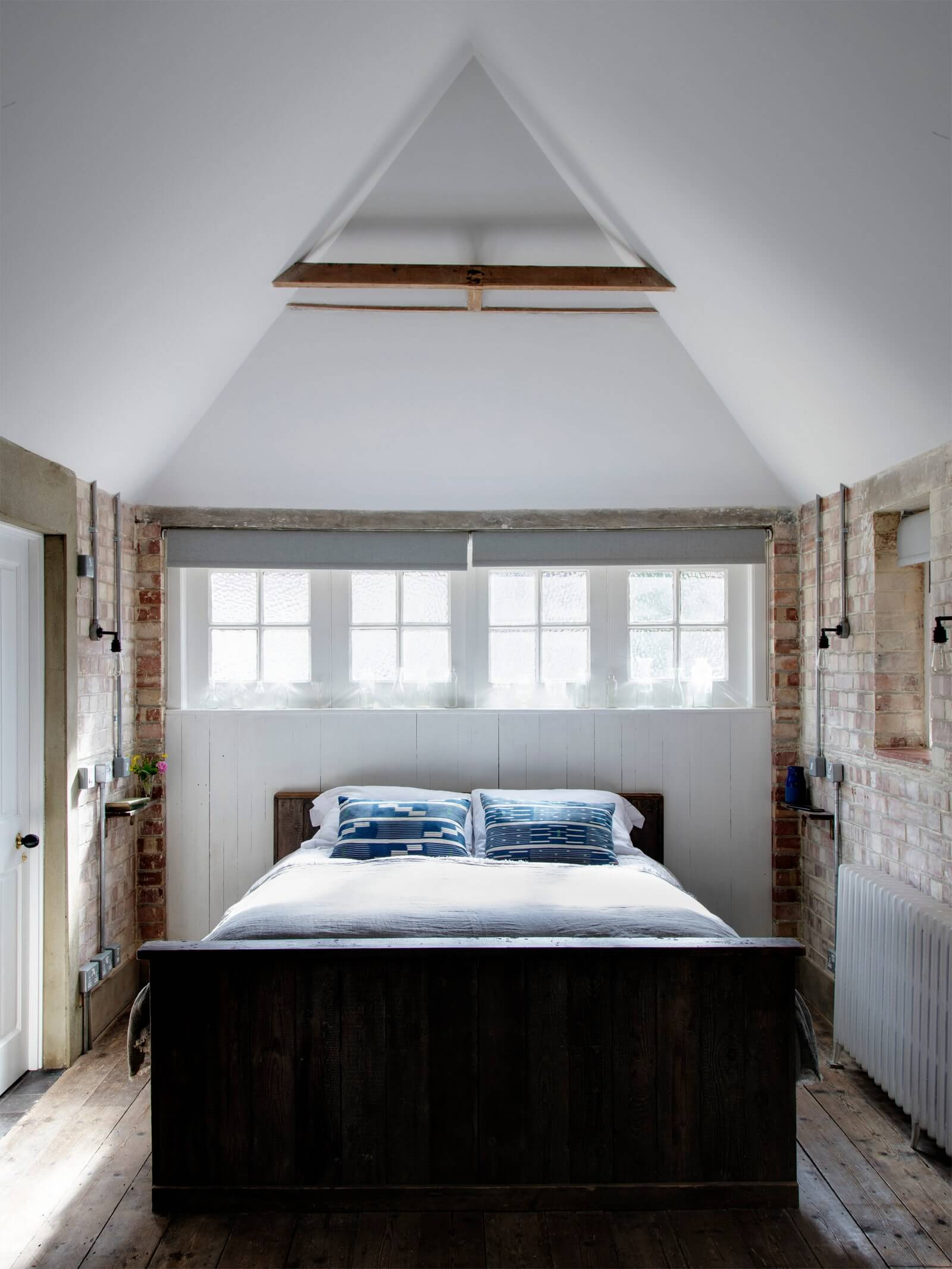 GARAGE MAKEOVER TO CHIC AND RUSTIC BEDROOM IDEAS