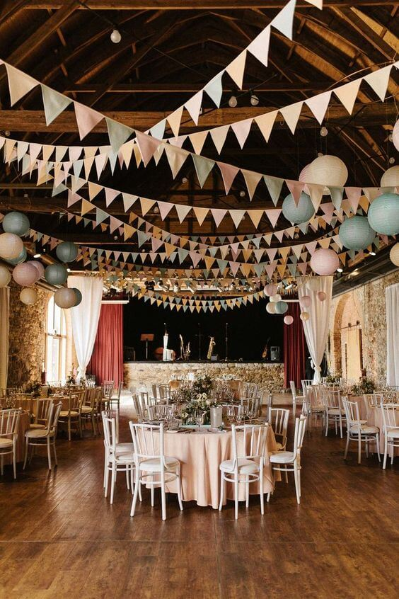 HANG FLAG STRINGS GARAGE DECORATING IDEAS FOR PARTY
