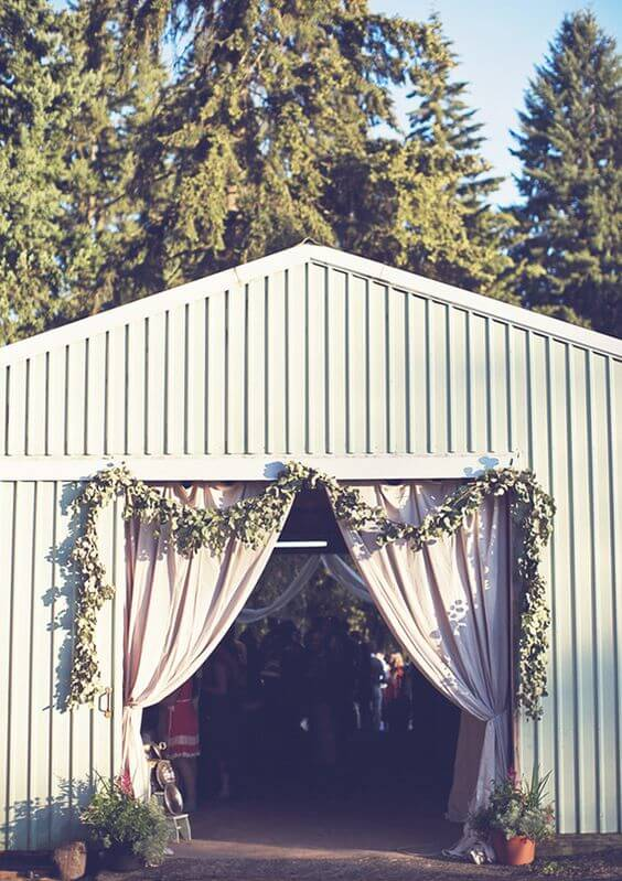 PRETTY ENTRANCE DECORATION IDEAS FOR GARAGE PARTY