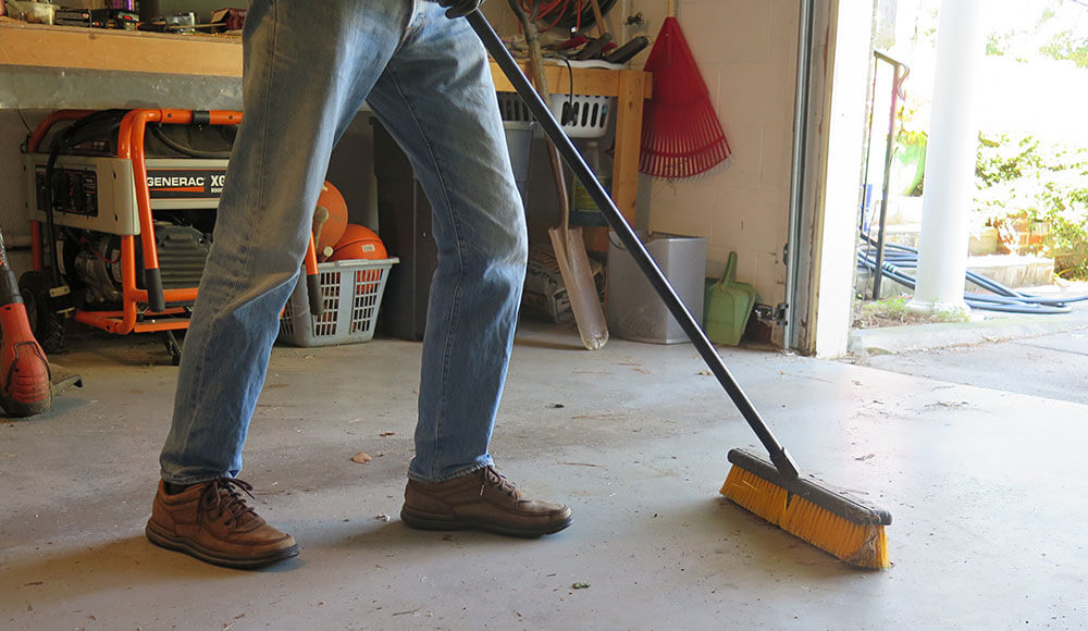 CLEANING CONCRETE GARAGE FLOOR EASILY