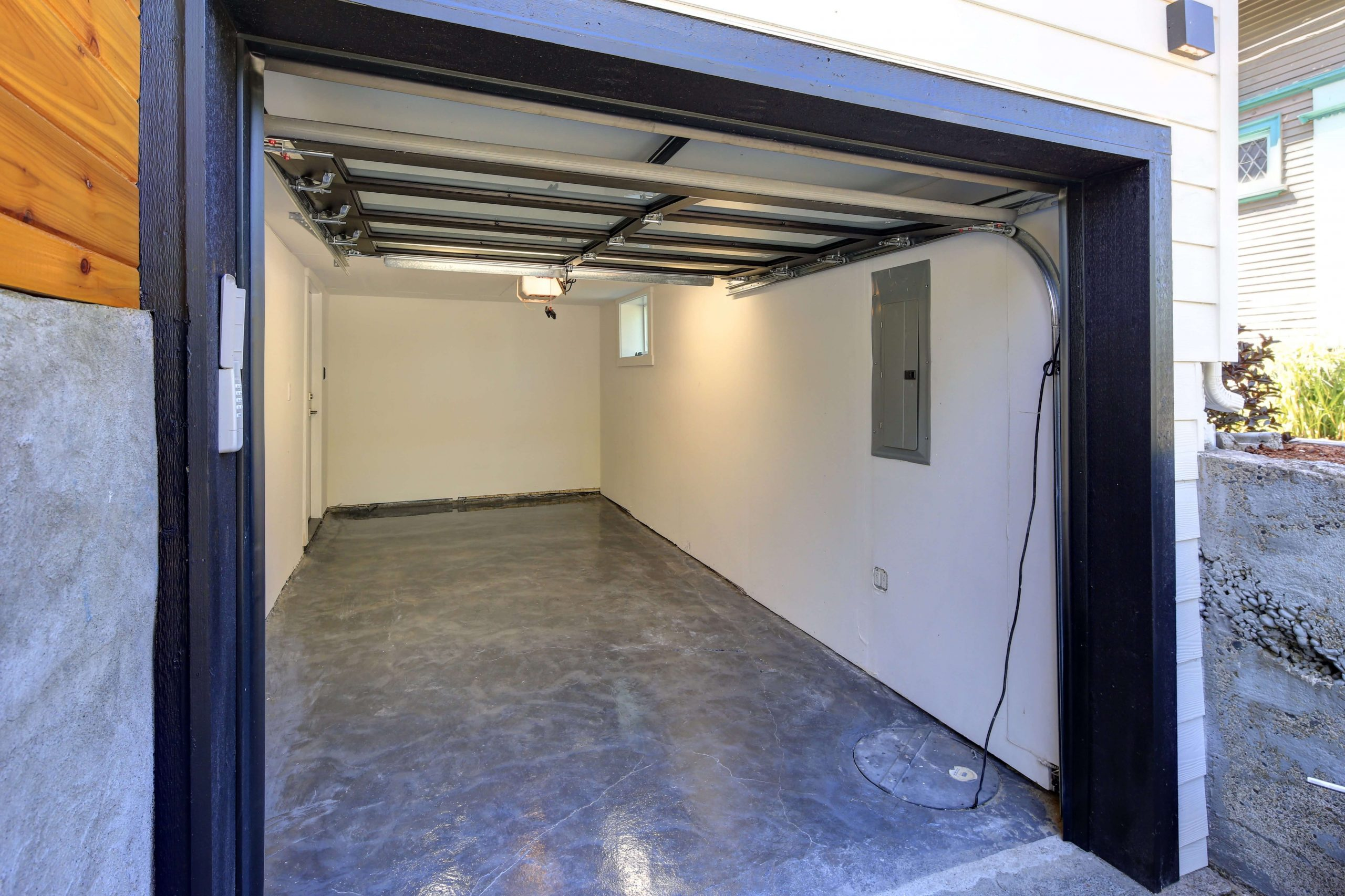 GARAGE DOOR PAINTING STEP BY STEP AND LET I DRY