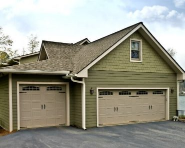 STEP BY STEP ON HOW TO PAINT A GARAGE DOOR