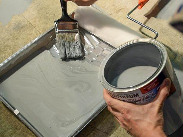GARAGE FLOOR PAINTING. APPLY THE PAINT