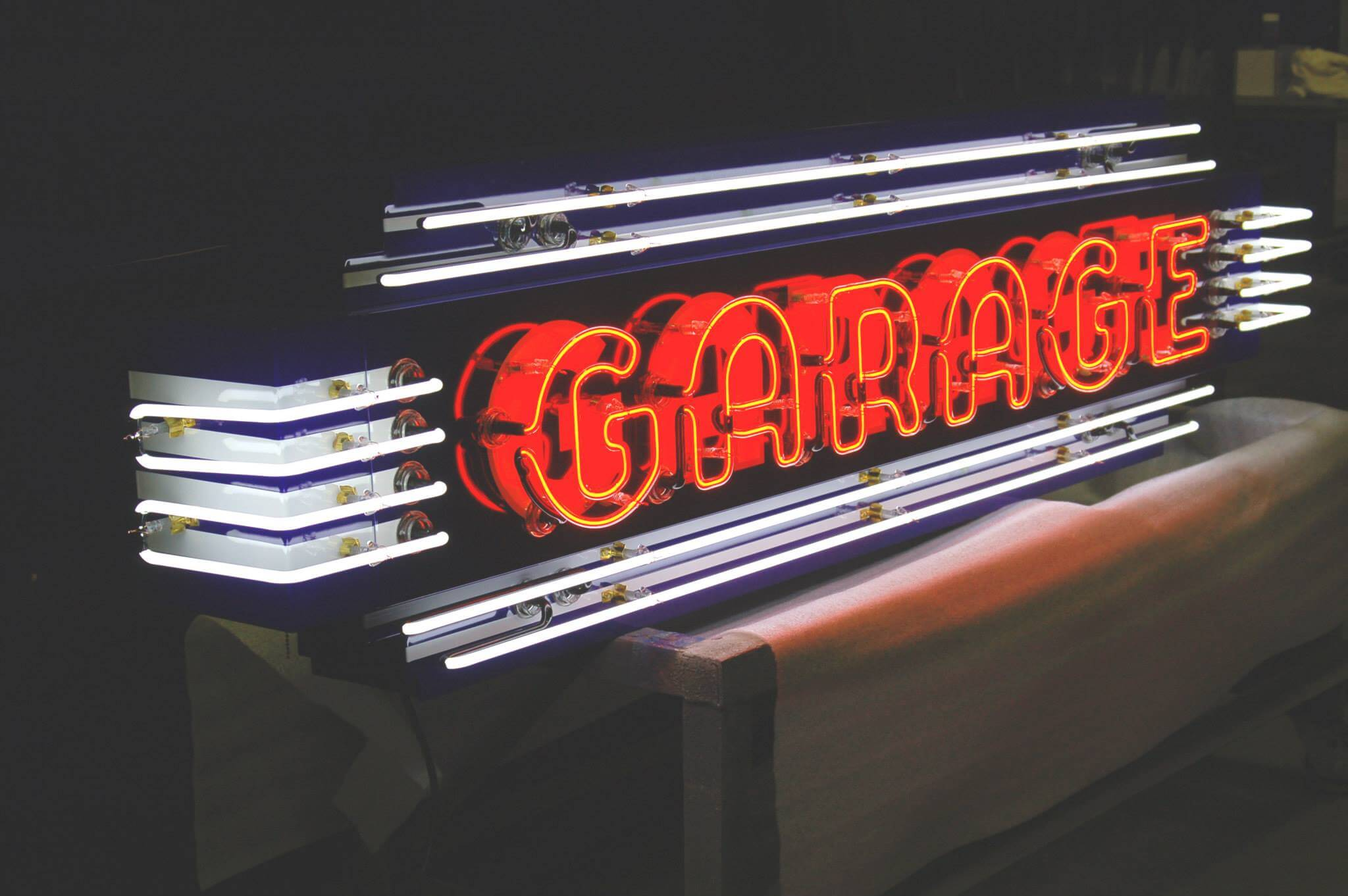 CAR GARAGE DECORATING IDEAS WITH NEON SIGN