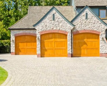15 OUTSIDE GARAGE DECORATING IDEAS FOR NEW STYLISH LOOK