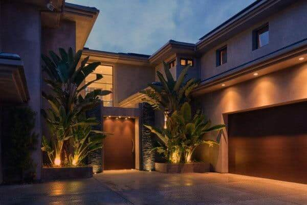 OUTSIDE GARAGE DECORATING IDEAS WITH WARM UP LIGHTING