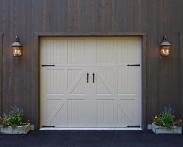 WHY YOU NEED SOLAR COACH LIGHTS FOR GARAGE AND THOSE FABULOUS STYLES!